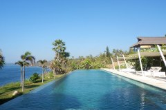 Der Sport-Infinity Pool unseres Nature & Spa Resorts Shunyata Villas Bali