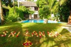 Ansicht des Ayurveda Resort aus dem Garten