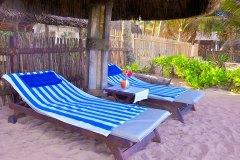 Pausen zwischen den Ayurveda Anwendungen am Strand genießen