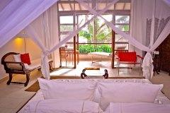 Schlaf- & Wohnraum der Junior Suite 4 der Ayurveda Shunyata Villa