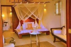 Schlaf- & Wohnraum der Junior Suite 5 der Ayurveda Shunyata Villa