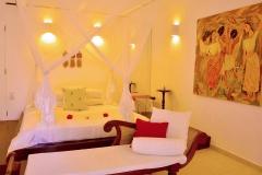 Das Bett im Superior Zimmer 1 der Ayurveda Shunyata Villa ~ Sri Lanka