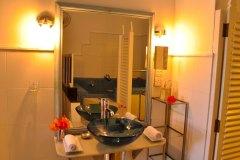 Waschbereich der Junior Suite 5 der Ayurveda Shunyata Villa