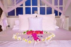 Das Bett der Junior Suite 4 der Ayurveda Shunyata Villa
