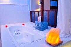 Die Whirlpool-Badewanne der Junior Suite 4 im Ayurveda Resort