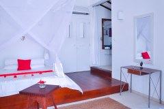Der Schlaf- & Wohnraum im Superior Zimmer 2 der Ayurveda Shunyata Villa ~ Sri Lanka
