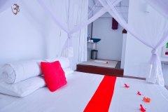 Das Bett im Superior Zimmer 2 der Ayurveda Shunyata Villa ~ Sri Lanka