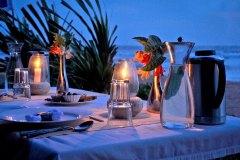 Abendstimmung beim Dinner am Strand der Ayurveda Shunyata Villa