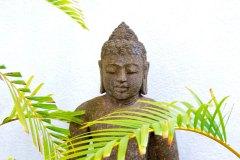 Buddha am Treppenaufgang zu den Suiten der Ayurveda Shunyata Villa