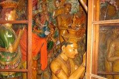 Staturen und wunderschöne Gemälde in Tempeln