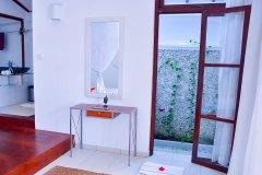 Der Wohnbereich im Superior Zimmer 2 der Ayurveda Shunyata Villa ~ Sri Lanka